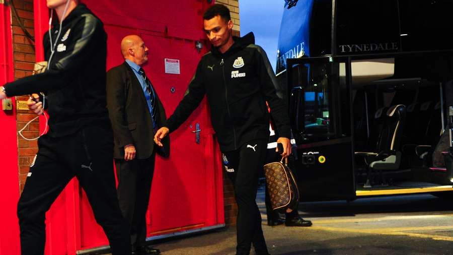 Jacob-murphy-arrives-old-trafford